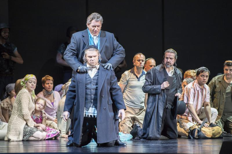Almas Svilpa as Zaccaria and Heiko Trinsinger as Nabucco in Essen